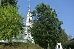 Ryssland ortodox arkitektur AntagandeUspenskiy domkyrka och klockstapel i Kineshma, Ryssland Royaltyfria Bilder