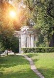 Ryssland Pavlovsk Århundrade Pavilion18 i parkera Royaltyfri Foto