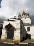 Ryssland rostov Huvudsaklig ingång in i kyrkan Arkivbild