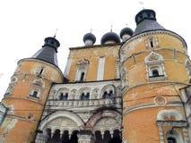 Ryssland rostov Juni 17, 2017 Rostov stad Rostovsky Borisoglebsky kloster Den Nadvratnaya kyrkaKyndelsmässa kyrktar den huvudsakl Royaltyfria Foton