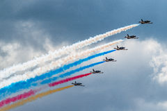 Ryssland Rus aerobatic lagAlbatros L-39 kämpar på MAKS Airshow 2015 royaltyfri foto