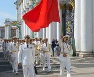 RYSSLAND SAINT-PEETERSBURG - JULI 29, 2018: kinesiska sjö- styrkor ståtar royaltyfri bild