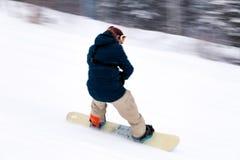 Ryssland Sheregesh 2018 11 Yrkesmässig snowboarder för man 18 i bri royaltyfria foton