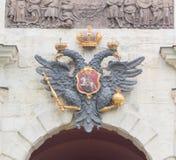 Ryssland St Petersburg, 12 Juni 2017 - imperialistisk örn ovanför th Arkivbilder