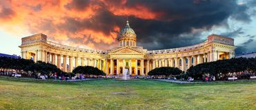Ryssland - St Petersburg, Kazan domkyrka på soluppgång, ingen arkivfoto