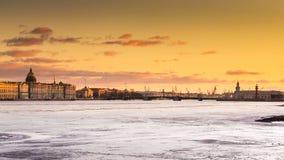 Ryssland St Petersburg, 19 mars 2016: Vattenområdet av ‹för †Neva River på solnedgången Royaltyfri Bild
