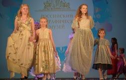 Ryssland St Petersburg 01,06,2019 medmänsklig festival XVII av barns kreativitet arkivbild