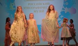 Ryssland St Petersburg 01,06,2019 medmänsklig festival XVII av barns kreativitet arkivfoto