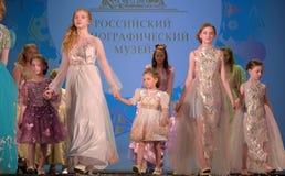 Ryssland St Petersburg 01,06,2019 medmänsklig festival XVII av barns kreativitet royaltyfria foton
