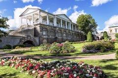 Ryssland St Petersburg, Pushkin - 10 08 2011: del av fasaden av det Cameron gallerit 24 för petersburg för park för nobility för  Fotografering för Bildbyråer