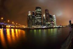 Ryssland stad moscow Affärsmitten Arkivfoton