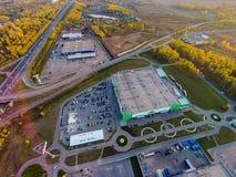 Ryssland Ufa 09 2014 Den flyg- sikten av stort shoppar Arkivfoton