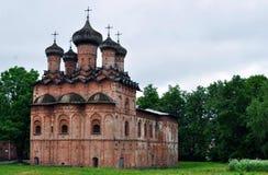 Ryssland Veliky Novgorod, kyrka. fotografering för bildbyråer