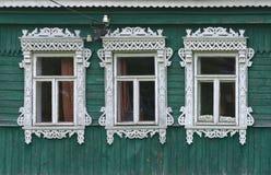 Ryssland Vereya Tre fönster med snidit Arkivbilder