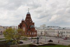 Ryssland Vladimir Röd kyrka för Treenighetkyrka på teaterfyrkanten Royaltyfri Foto