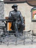 Ryssland vladivostok Utomhus- skulptur av en kafébesökare royaltyfria foton