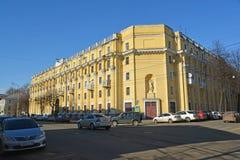 Ryssland Yaroslavl-mars 29 2016 Bostads- byggnad av sovjetiska tider Arkivfoton