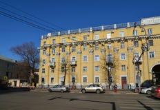 Ryssland Yaroslavl-mars 29 2016 Bostads- byggnad av sovjetiska tider Royaltyfri Fotografi