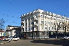Ryssland Yaroslavl-mars 29 2016 Bostads- byggnad av sovjetiska tider på den Sovetskaya gatan Royaltyfri Bild