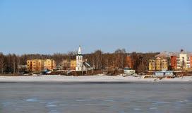 Ryssland Yaroslavl-mars 31 2016 Sikt av invallningen Tveritskaya från Volgaet River Fotografering för Bildbyråer