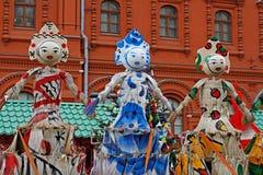 RyssShrovetide dockor som gjordes av kvaster som konstobjekt på rysk nationell festival`, Shrove ` på den Manezhnaya fyrkanten i  Fotografering för Bildbyråer