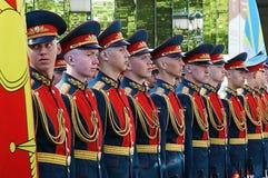 Rysssoldater på ståtar bildande Arkivfoto