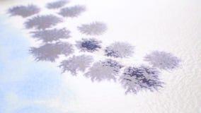 Rysujący akwareli abstrakcją, purpura kwitnie wideo zbiory wideo