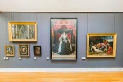 Rysujący wystawę sławny louvre muzeum i malujący przy Paryż zdjęcia royalty free