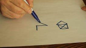 Rysuje dom z jeden ciągłą linią bez podnosić ołówek od prześcieradła papier zbiory wideo