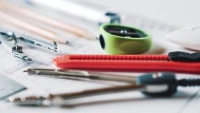 Rysunkowi i rysunkowi narzędzia, kompasy, ołówki, władca Pojęcie nauczanie w szkoły średniej architekturze zbiory