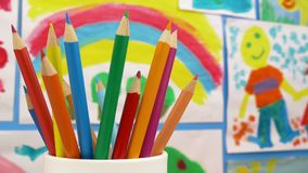 Rysunkowi ołówki w sztuka klasowym pokoju zbiory