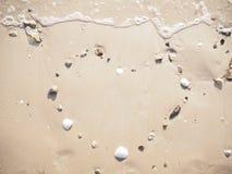 Rysunkowy kierowy kształt na plaży Zdjęcia Royalty Free