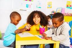 Rysunkowy rozwojowy zadanie w przedszkole klasie obraz stock