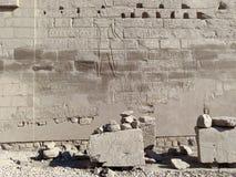 Rytownictwa na ścianie antyczna świątynia Egipt Zdjęcia Royalty Free