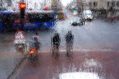 Ryttare i regnet Arkivfoton