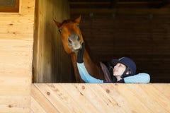 Ryttare med en häst Royaltyfri Fotografi
