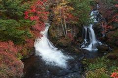 Ryuzu nedgångar är en vattenfall i den Nikko staden, den Tochigi prefekturen Det är en av vattenfallen arkivbild