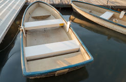Rząd łódź w wodzie zdjęcie royalty free