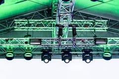 Rząd światła reflektorów pod dachem plenerowa scena Obraz Royalty Free