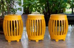 Rząd żółte butla kształta stolec Fotografia Royalty Free