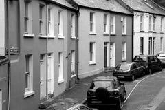 Rząd budynki mieszkaniowi wykłada ruchliwe ulicy, limeryk, Irlandia, Październik, 2014 Zdjęcie Stock