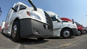 Rząd ciężarówki przy przedstawicielstwem handlowym zbiory