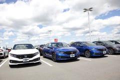 Rząd civics i porozumienia samochody dla sprzedaży przy Portlandzkim Ulicznym Honda obrazy royalty free