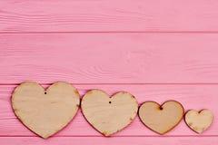 Rząd drewniani serca i kopii przestrzeń Zdjęcie Stock