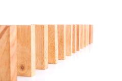 Rząd drewniany bloku wierza gemowi dzieci odizolowywający na bielu Obrazy Stock