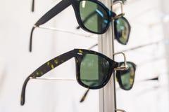 Rząd eyeglass przy okuliści fotografia stock