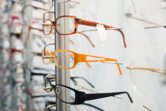 Rząd eyeglass przy okuliści zdjęcia royalty free