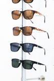 Rząd eyeglass przy okulisty sklepem obraz royalty free