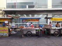 Rząd jedzenie kram w Asia fotografia royalty free