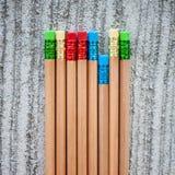 Rząd kolorów ołówki na popielatym tle studio Fotografia Royalty Free